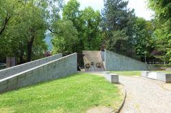 Monumento alla Resistenza Europea, Giardini del Tempio Voltiano