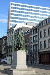 Statue de Gabrielle Petit, place Saint-Jean à Bruxelles