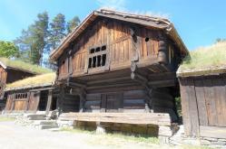 3 Loft Storehouse/4 Open hearth farmhouse