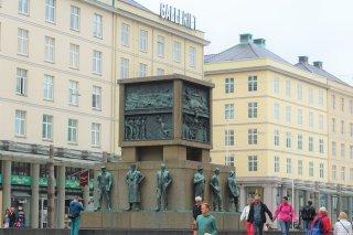 Sailor's Monument, Torgallmenningen