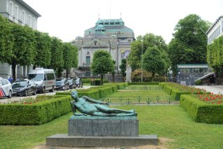Henrik Ibsen-statue, The National Stage